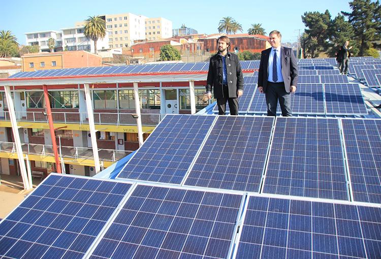 Inauguran primer sistema fotovoltaico en un liceo de Valparaíso
