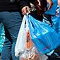 Comenzó a regir la ley que prohíbe las bolsas plásticas en el comercio