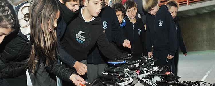 Estudiantes de Vitacura recolectaron cerca de tres mil celulares en desuso para reciclaje