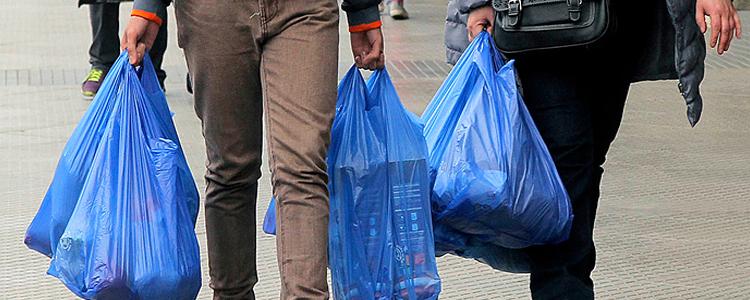 TC: Luz verde a proyecto de ley que prohíbe entrega de bolsas plásticas en el comercio