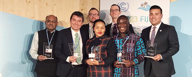 Ministro Marcelo Mena recibe el Premio Honorario de Clima y Aire Limpio en la COP23