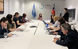 Ministra Schmidt aborda crisis en Chile y refuerza llamado a la acción climática