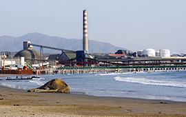 Aumenta fiscalización tras denuncias por olor a hidrocarburos en bahía de Quintero