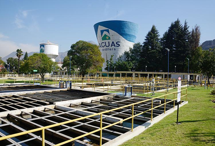 Pérdida de agua en embalse El Yeso pone en riesgo abastecimiento para Santiago