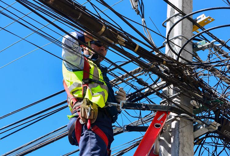 Gobierno promulga ley que obliga a retirar cables en desuso
