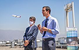 Lanzan plan para incorporar el uso de hidrógeno verde en el aeropuerto de Santiago