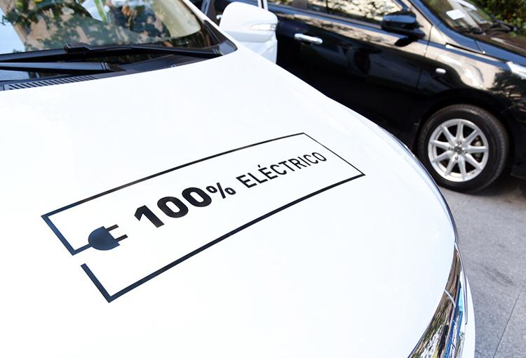 Subsidio para renovar taxis y colectivos por eléctricos o híbridos en RM