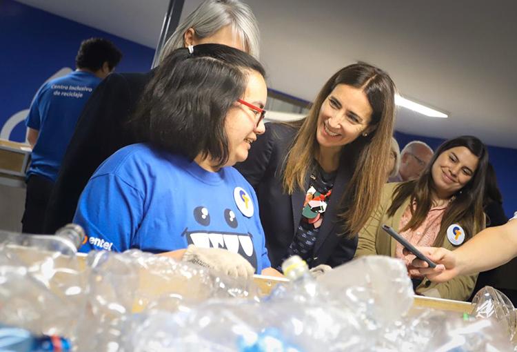 En Maipú implementan primer centro inclusivo de reciclaje en Chile