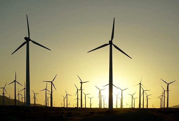 AES Gener construye proyecto eólico y expande parque fotovoltaico