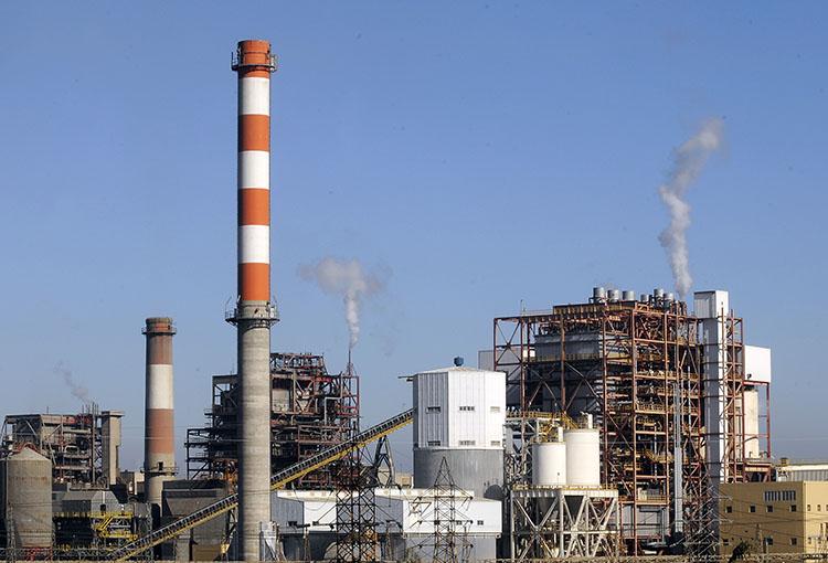 Proyecto que adelantaría cierre de centrales a carbón avanza en el Congreso