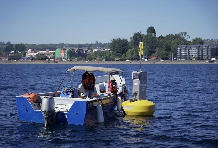En operación moderna estación de monitoreo ambiental flotante en Lago Llanquihue