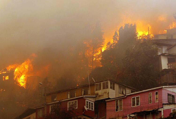 Minvu cifra en 253 las viviendas destruidas por incendio en Valparaíso